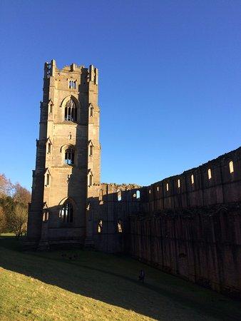 Ripon, UK: La tour de l'Abbaye est imposante!