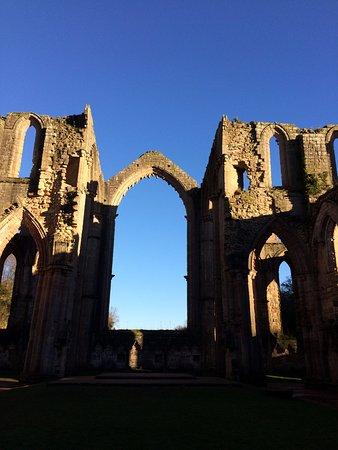 Ripon, UK: Bien que l'Abbaye soit en ruines, on peut encore être impressionné!