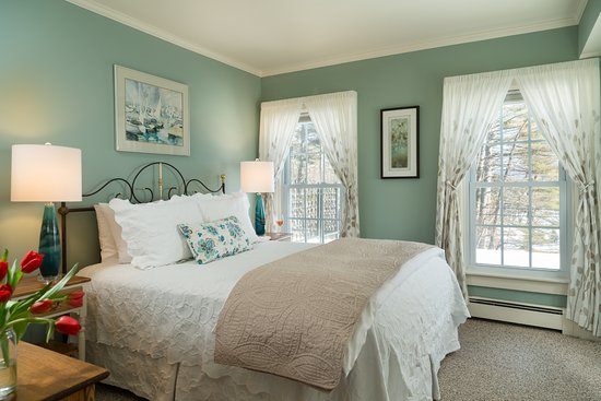 New London, NH : Romantic Room 6!
