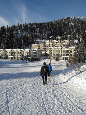 Silver Star, Canadá: Just a short walk from the village back to Creekside