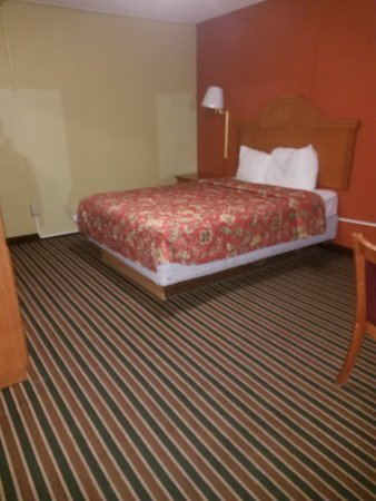 Harrison, AR: Basic room , clean but old