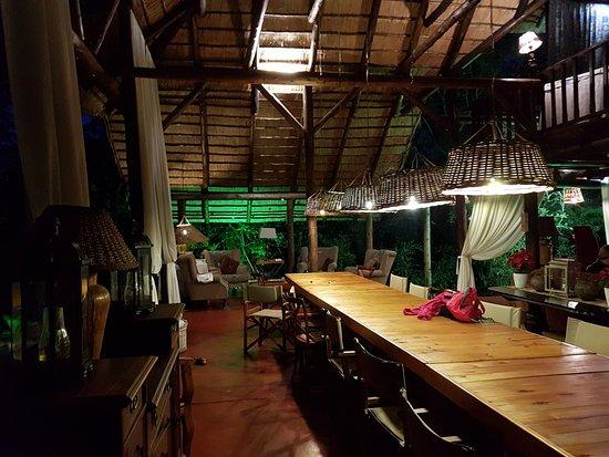 Marloth Park, África do Sul: Área de jantar.