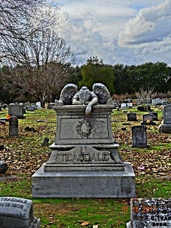Friendship Cemetery: Angel of sorrow