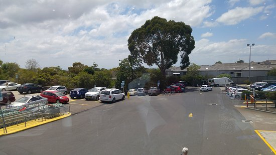 Engadine, Australia: View from restaurant over the carpark