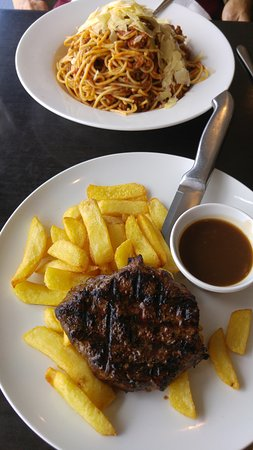Engadine, Australia: Steak/chips & bland spaghetti