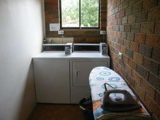 Hamilton, Australia: Coin operated laundry