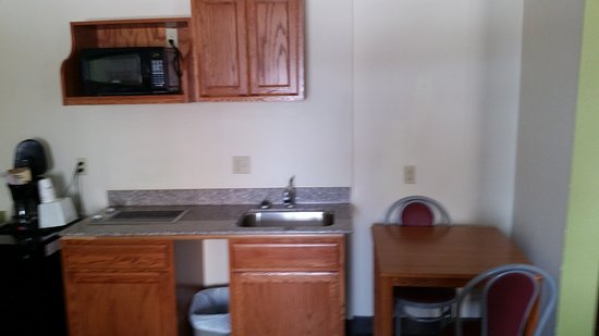 Fort Dodge, IA: We have rooms with Kitchenettes,for long term stay and guest laundry