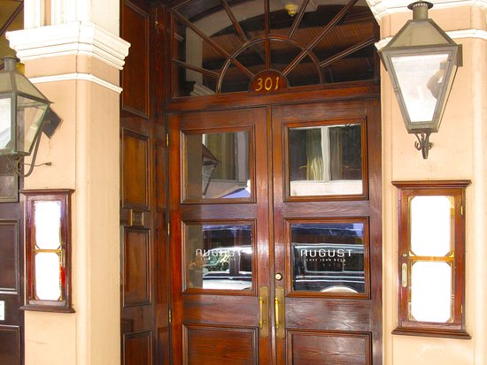 Restaurant August - Entrance