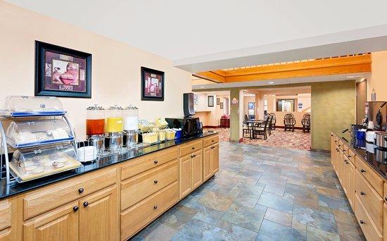 Fort Dodge, IA : Large Breakfast area,ample sitting