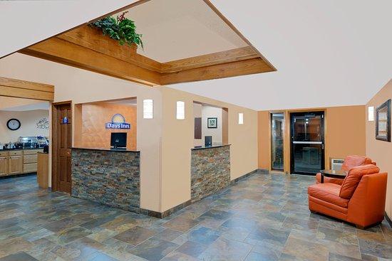 ฟอร์ท ดอดจ์, ไอโอวา: Nice big lobby,connected to breakfast area