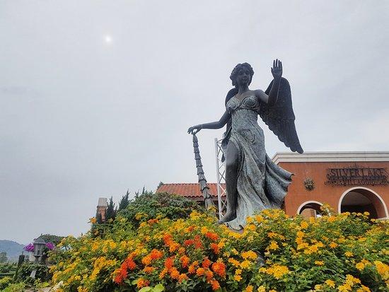 นาจอมเทียน, ไทย: statue inside