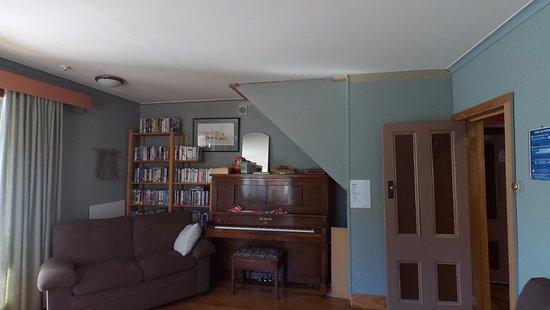 Springfield, Selandia Baru: Reading lounge with piano