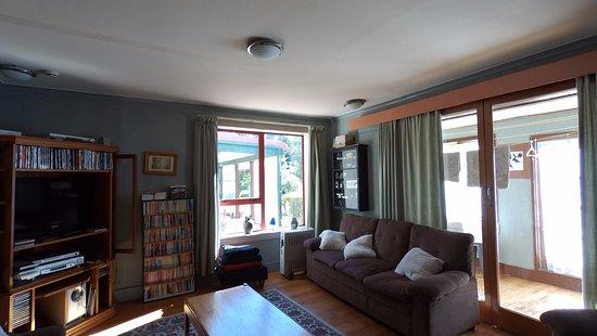 Springfield, Selandia Baru: Reading lounge with window to patio