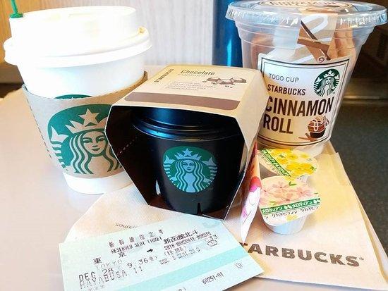 東京駅 八重洲北口店です 割と小さめのスターバックスコーヒーです 目