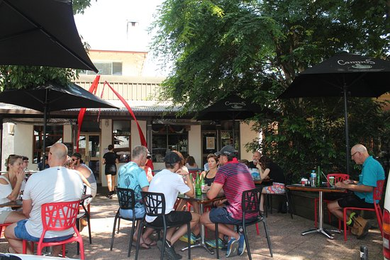 Black Bear Cafe: Tables amongst trees with shade