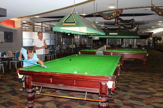 Sawtell, Australia: Three full size pool tables