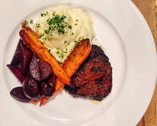 Burnaby, كندا: It is never a mistake to order a steak 