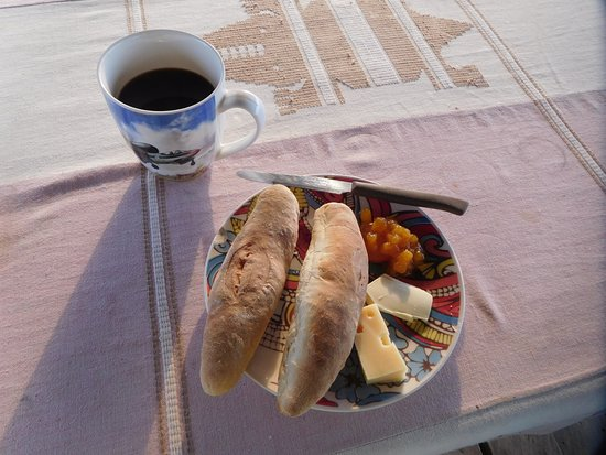 Porto-Novo, Benín: Homemade bread at breakfast