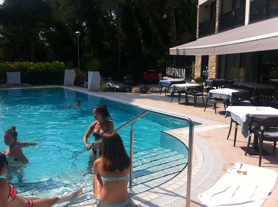 Hotel Arupinum: Lovely pool with plenty of sun lounges