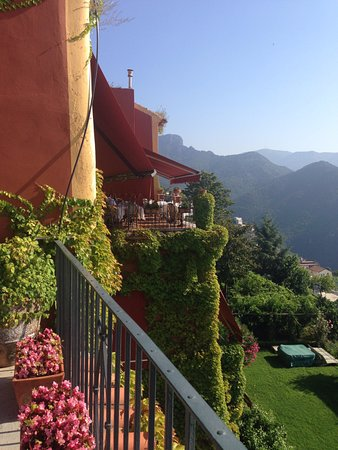 Ristorante Confalone : Looking towards the dining terrace.