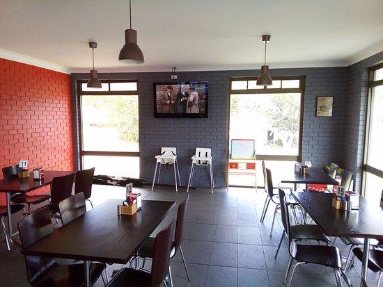 Eden, Australia: Inside the Dawn to Dusk Cafe