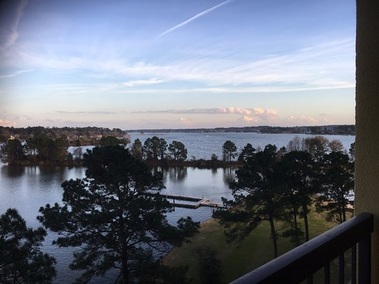 Montgomery, TX: It was a beautiful evening view from room 716