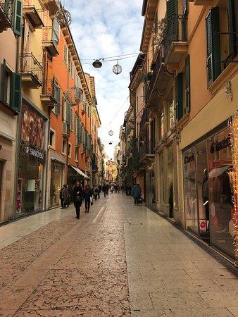 Negozzi Abbigliamento Via Mazzini Verona: photo1.jpg