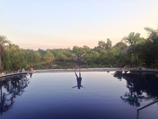 Koh Kong, Kambodża: super beautiful pool setting overlooking tidal mangroves and the mountains