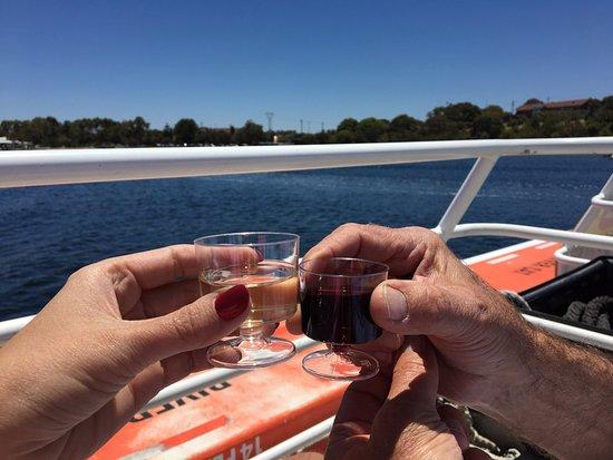 Captain Cook Cruises: Wine Tasting :)