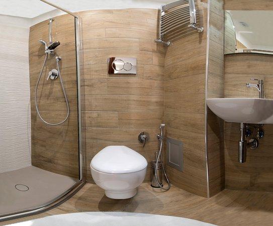 Design Bagno Con Doccia : Panoramica del bagno con doccia di design foto di b&b studio 162