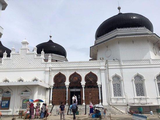 Baiturrahman Grand Mosque : Tampak depan
