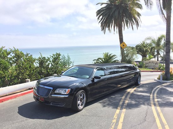 Glendale, Kalifornia: 10 Passenger Black Chrysler 300 Stretch Limo