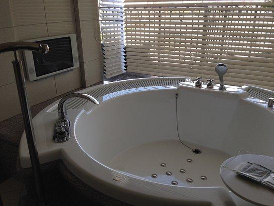 Hotel La Suite Kobe Harborland: ラグジュアリーホテル〜ラ・スィート神戸ハーバーランドは、お気に入りホテルです。何度行っても大満足部屋良し、料理良し少し疲れた時とても休まるホテルです。ジャグジー風呂は最高です。