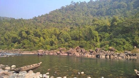 Meghalaya, อินเดีย: Enjoy boating at Dawki River