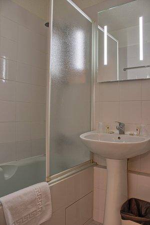 Timhotel Boulogne Rives De Seine: Salle de bain chambre confort - Comfort room - Bathroom