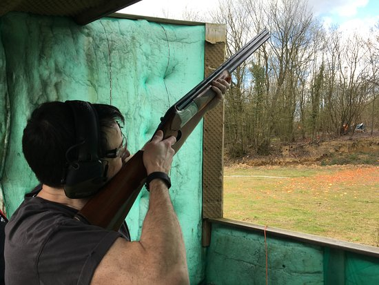 Fletching, UK: Shooting clays.... well trying!