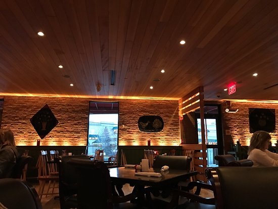 Freeport, ME: Evening dining ambience at Linda Beans