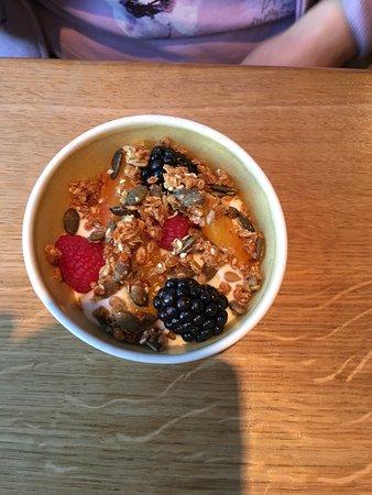 Oldstead, UK: Breakfast next morning, the granola