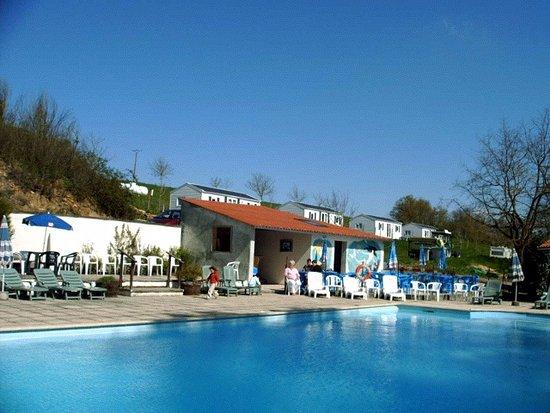 Montreuil-Bellay, France : une piscine  très grande et agréable