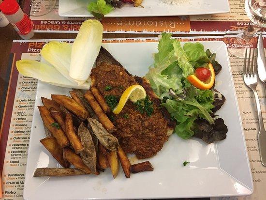 Morlaix, France: escalope de la maison frites trop cuites