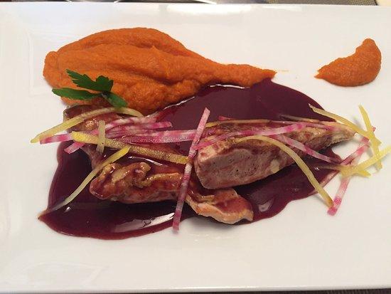 Rivesaltes, France: Suprême de pintade, sauce banyuls et purée de carottes au curry, un régal!
