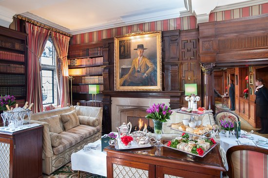 Afternoon Tea at The Milestone Hotel: Quintessentially English afternoon tea in the Park Lounge