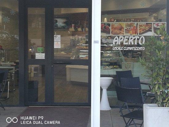 Trevi, Ιταλία: Bar Pasticceria Pizzoni
