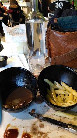 La Valette-du-Var, Prancis: Plat du jour 2 coupelles une avec 3.petits morceaux de daube soit dit en passant  aucun goût sau
