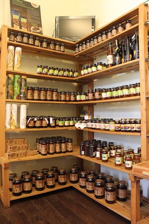 Coonoor, India: Honey, honey and more honey!