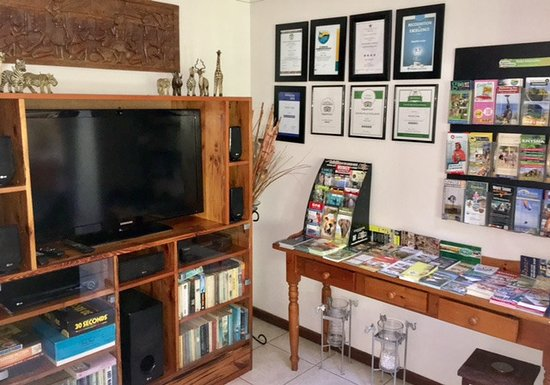 Bayside Lodge: The lounge with TV and loads of guest info
