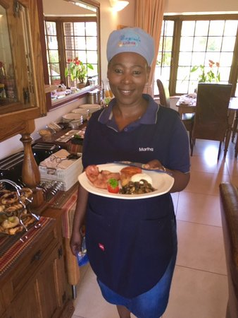 Bayside Lodge: One of the lovely breakfast chefs!