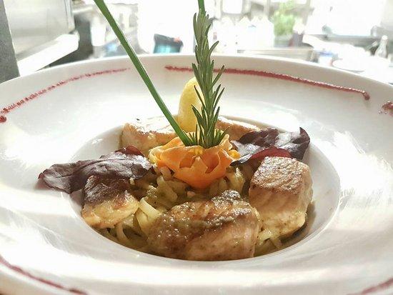 Vitry-sur-Seine, Francia: Blé et oseille: Linguine au saumon grillé et sauce à l'oseille