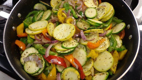 Kinston, Carolina do Norte: Vegetable Medley, made fresh from our test kitchen, a menu item from our cooking class.