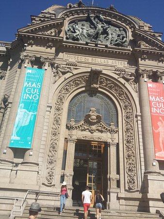 Santiago, Chile: fachada do Museu